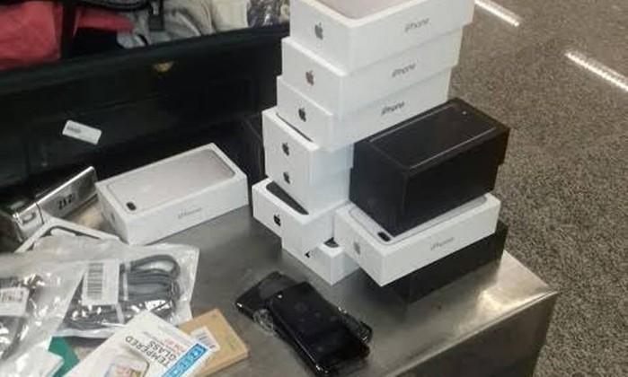Caixa dos celulares estavam nas malas dos passageiros