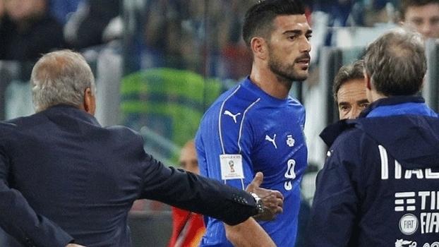 Graziano Pellè não cumprimentou o técnico Giampiero Ventura contra a Espanha (Crédito: Reprodução)