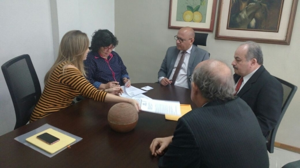 Assinatura de contrato para estudos de projeto do VLT de Teresina
