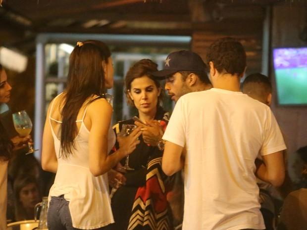 Pedro Scooby e Robertha Portella curtem noite juntos no Rio