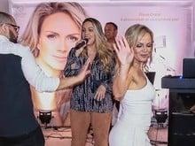 Eliana dança funk durante festa em sua cobertura luxuosa