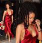 Rihanna surge exuberante com decote poderoso e longos dreads