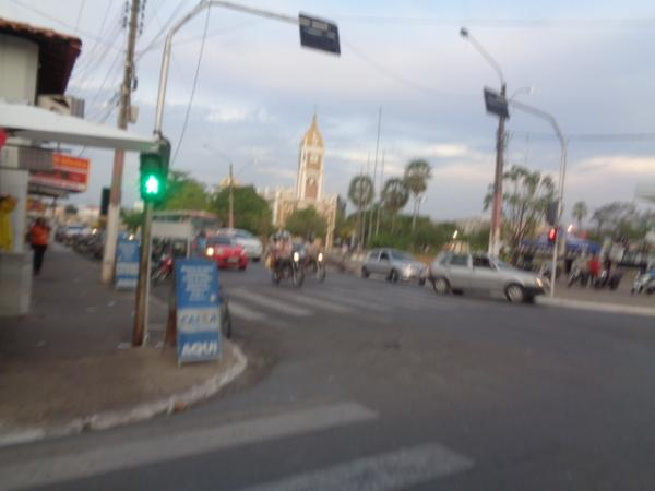 Avenida onde aconteceu o acidente (Crédito: Floriano News)