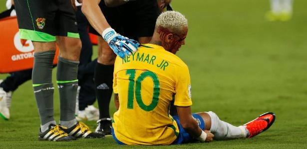 Neymar deixou campo com um sangramento no supercílio (Crédito: AP)