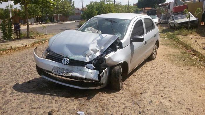 Veículo ficou com a frente destruída (Crédito: Reprodução)