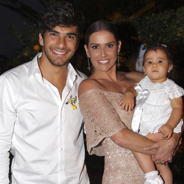 Deborah Secco, Maria Flor e Hugo Moura (Crédito: Reprodução)