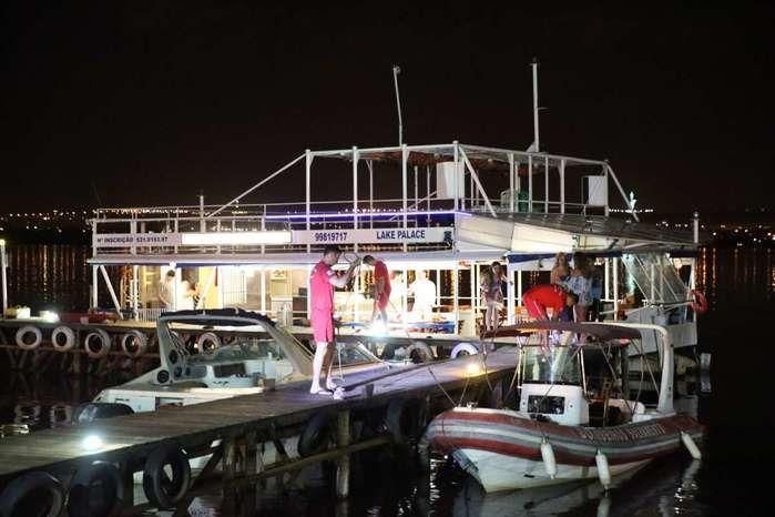 Dois homens são baleados durante festa no barco Lake Palace (Crédito: Correio Braziliense )