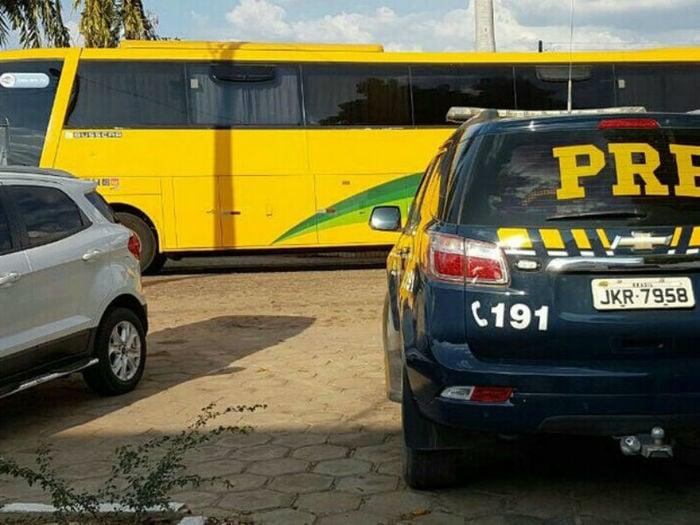 Ônibus também foi apreendido (Crédito: Divulgação/PRF)