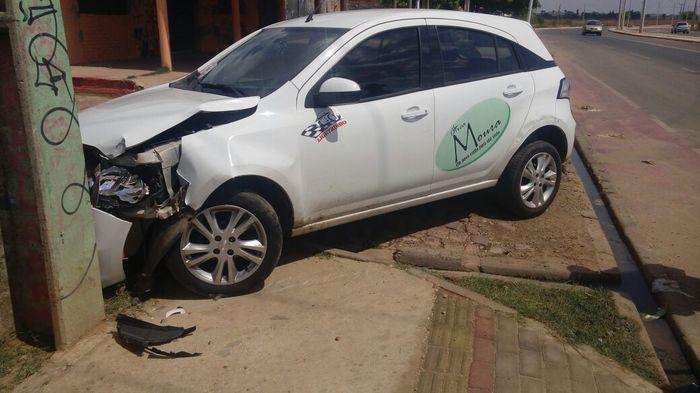 Veículo modelo Chevrolet Agile tomado de assalto (Crédito: Divulgação)