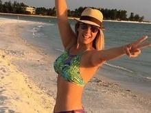 Aos 38 anos, Carla Perez exibe belas curvas em foto de biquíni