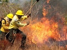 Incêndio ameaça casas na comunidade Serra da Baixa Verde