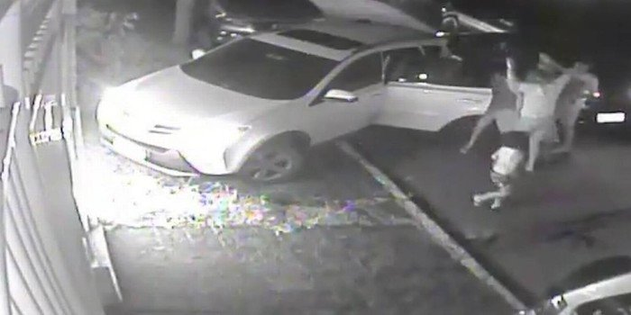 Vídeo mostra desespero de criança ao testemunhar sequestro de pai
