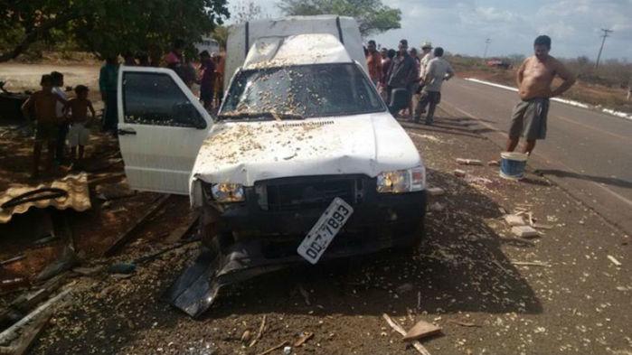 O carro invadiu a barraca de castanhas e uma pessoa morreu