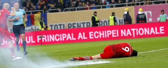 Bomba explode perto de Lewandowski e interrompe jogo na Europa