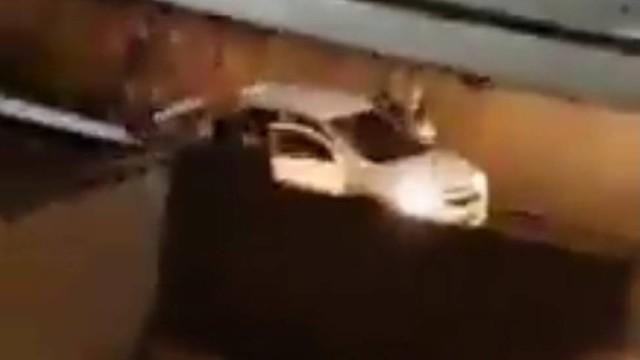 Vídeo flagra bandidos fortemente armados roubando veículo no RJ