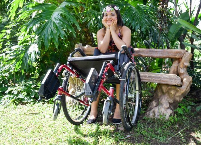Servidora pública Kedma Daniele, que utiliza cadeiras de rodas desde 2013 (Crédito: Divulgação)