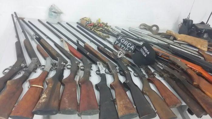 Armas e munições apreendidas pela polícia (Crédito: Divulgação)
