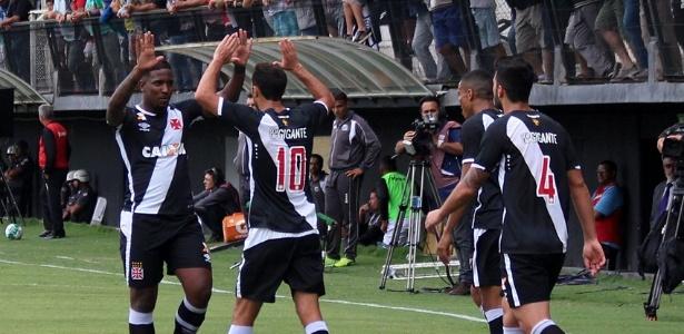 Nenê volta a marcar, Vasco vence Bragantino e ameniza crise