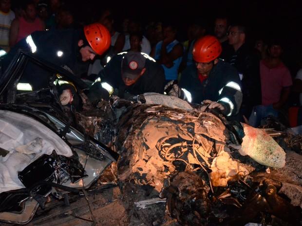 Colisão entre dois veículos deixou dois mortos