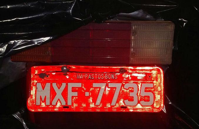 Caminhão vermelho com placa da cidade de Pastos Bons-MA (Crédito: Divulgação)