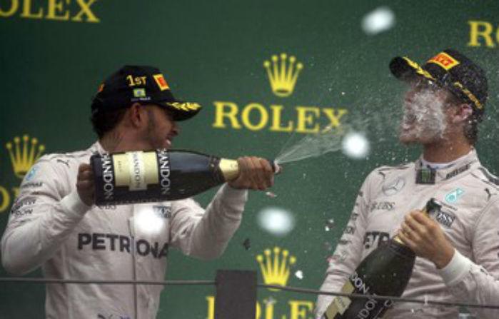 Lewis Hamilton vence, mas decisão fica para próxima rodada