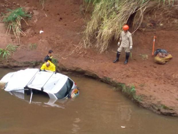 Local onde os três corpos foram achados (Crédito: Ariovaldo Dantas/TV Morena)