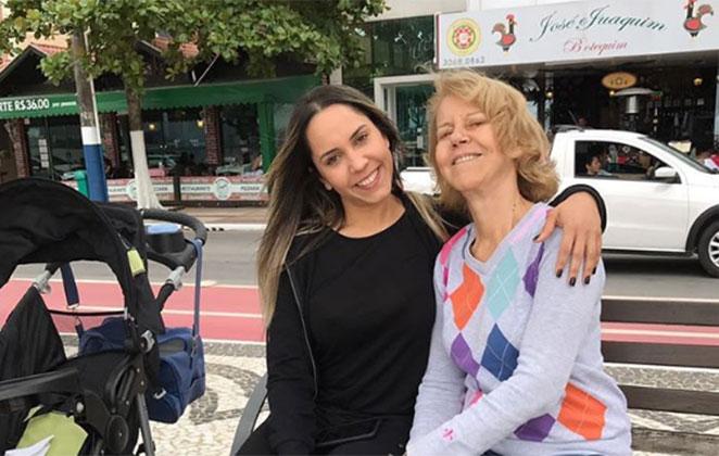 Mulher Melão ao lado da mãe (Crédito: Reprodução)