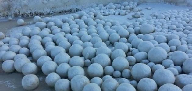 Bolas de neve de 18 kg impressionam moradores