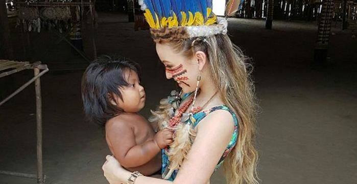 Larissa Manoela visita aldeia indígena no Amazonas