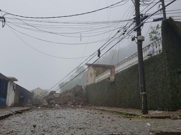 Deslizamento ocorre por causa de fortes chuvas (Crédito:  Bruno Rodrigues/G1)