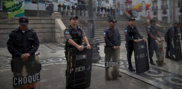 Policiais militares reforçam a segurança