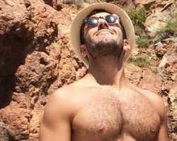 Ricky Martin anuncia noivado com artista plástico Jwan Yosef