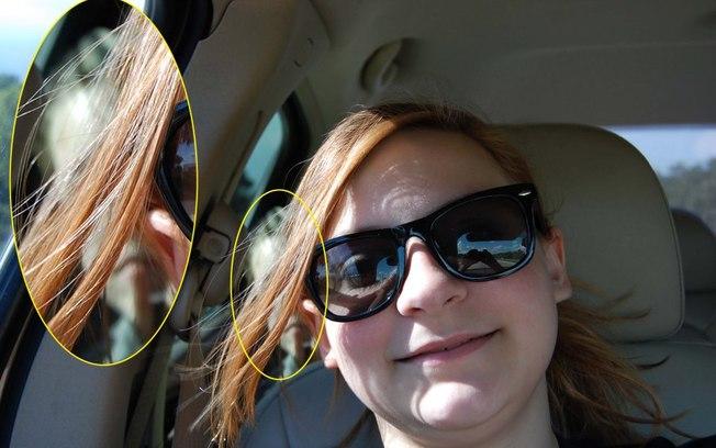 """Harper e a selfie """"polêmica"""": rosto de menino é visto no banco de passageiros do carro da britânica (Crédito: Reprodução)"""