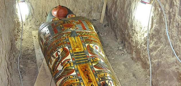 Pesquisadores descobrem múmia intacta no Egito