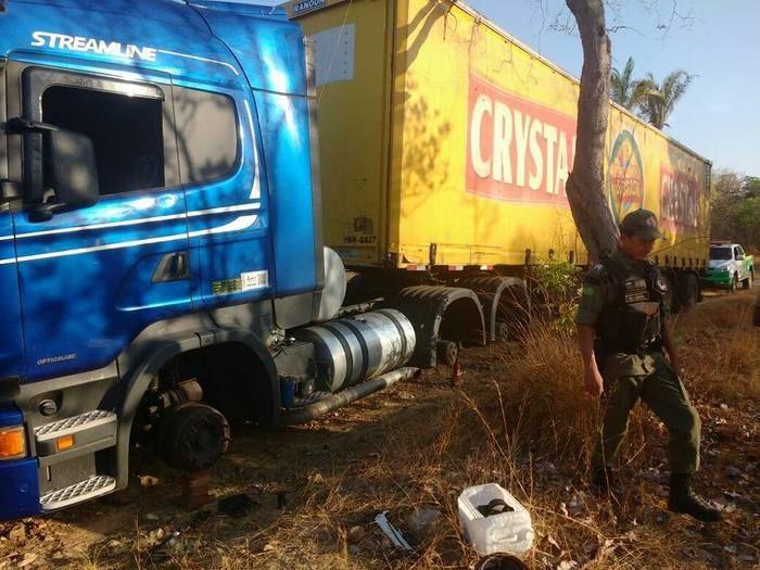 Bandidos levaram dez pneus do veículo (Crédito: Reprodução)