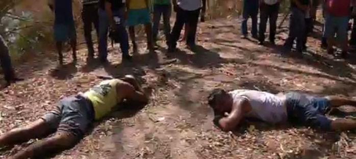 Os dois ciganos capturados por populares (Crédito: Rede Meio Norte)