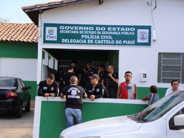 Acusado se encontra preso na Delegacia de Castelo (Crédito: Divulgação)