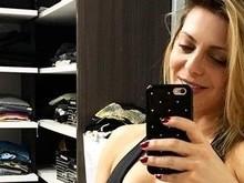 Sheila Mello exibe barriga sarada em rede social e recebe elogios