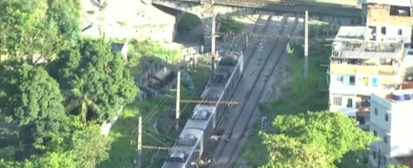 Pai e filhos morrem atropelados por trem após travessia clandestina