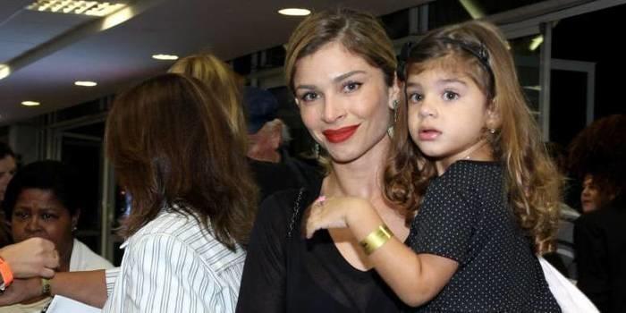 """Grazi Massafera diz que filha tem vocação para ser atriz: """"Em tudo"""""""