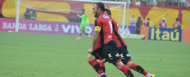 Vitória faz 4 a 0 e rebaixa o Figueirense no Barradão