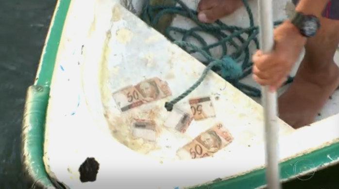 Banhistas encontraram dinheiro na Praia da Urca (Crédito: Reprodução)