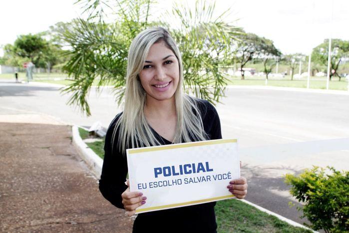 Fátima Bernardes é criticada por militares após enquete polêmica