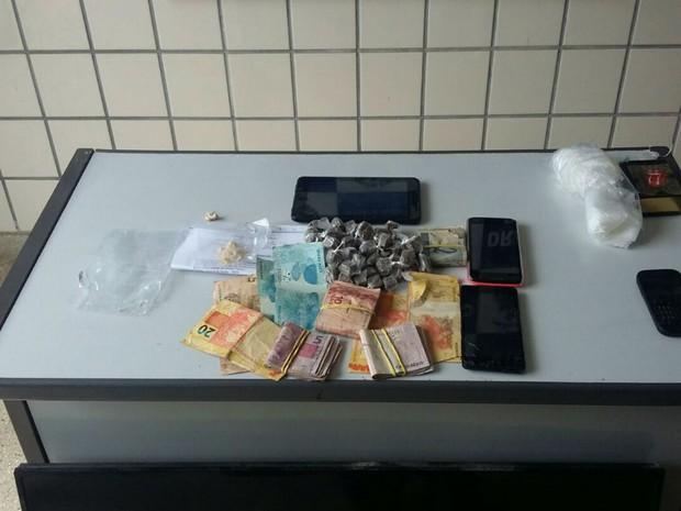 Traficante engole pedras de crack para fugir da polícia e passa mal