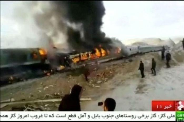 Pelo menos 15 pessoas morreram na colisão dos trens
