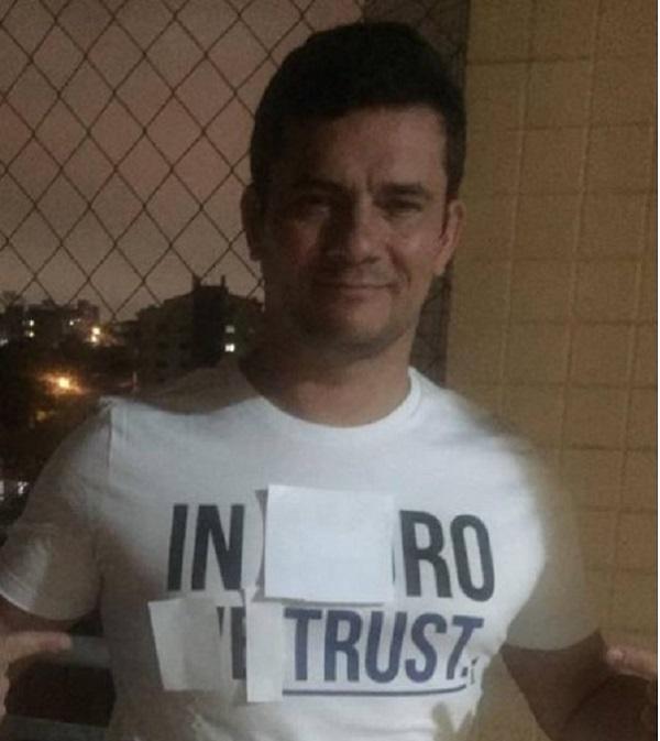 """""""In Ro I Trust"""" (Crédito: Reprodução)"""