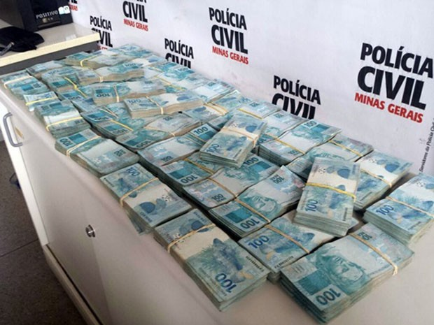 Dinheiro encontrado na casa do acusado