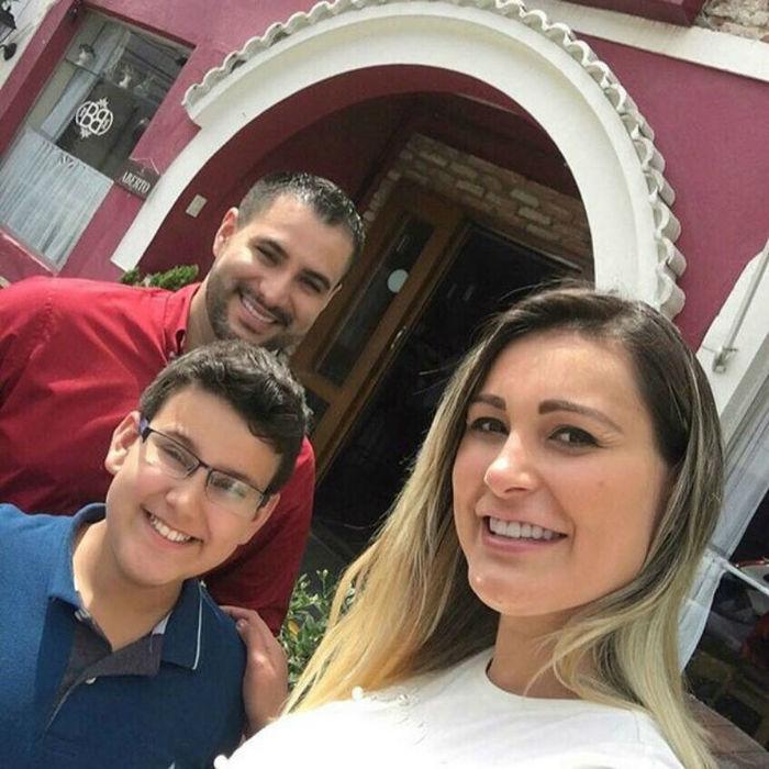 Andressa Urach com o marido e o filho
