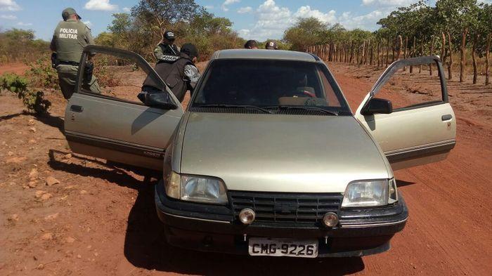 Carro modelo kadett, cor cinza, placa CMG-9226 (Crédito: Divulgação)
