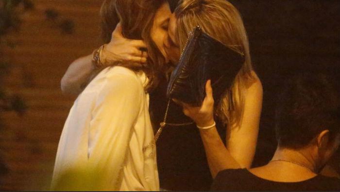 Fernanda Gentil comemora 30 anos com beijão na namorada  (Crédito: AgNews)